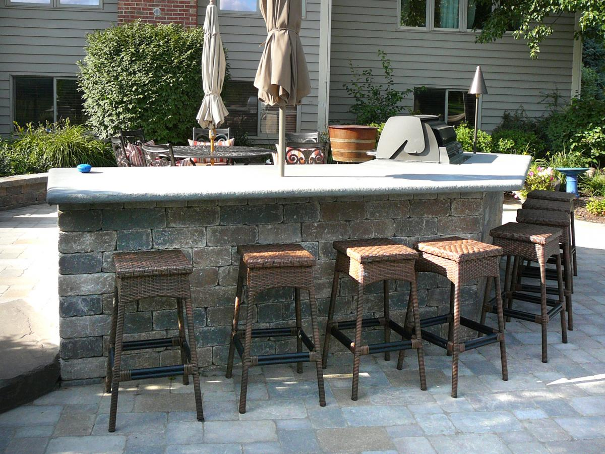 Plenty Of Seating And Perfect For Entertaining A Crowd.